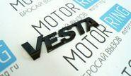 Шильдик Vesta на крышку багажника черный лак на Лада Веста