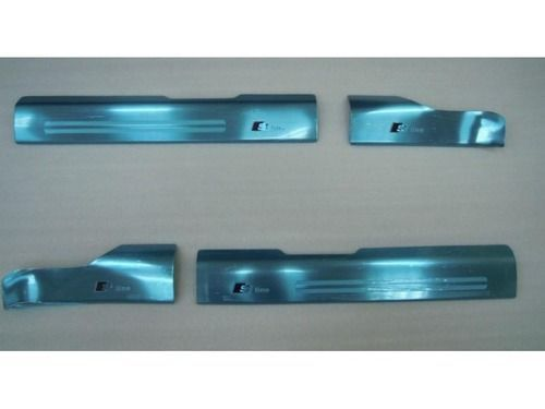 Накладки на внутренние пороги дверей AUDI Q5 2008_1